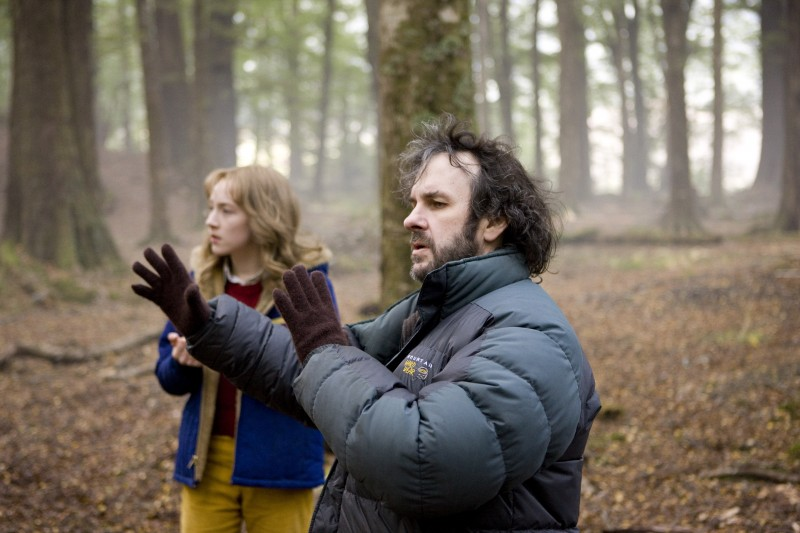 Saoirse Ronan e Peter Jackson in Amabili resti