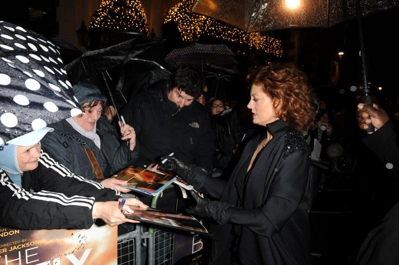Susan Sarandon e i suoi fan alla premiere di Londra di Amabili resti
