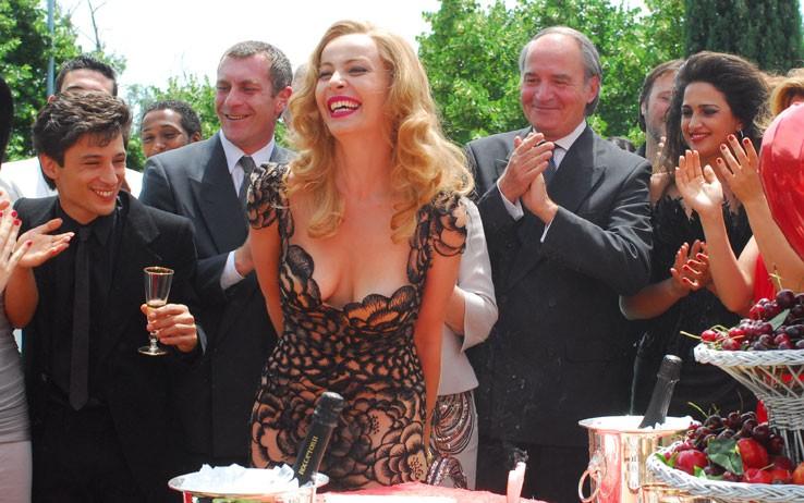 Violante Placido accanto a Fausto Paravidino nel film 'Moana'.