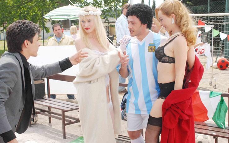 Violante Placido e Giorgia Wurth insieme a Fausto Paravidino in una immagine di Moana.