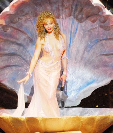 Violante Placido è una Venere kitsch nella biopic Moana, del 2009