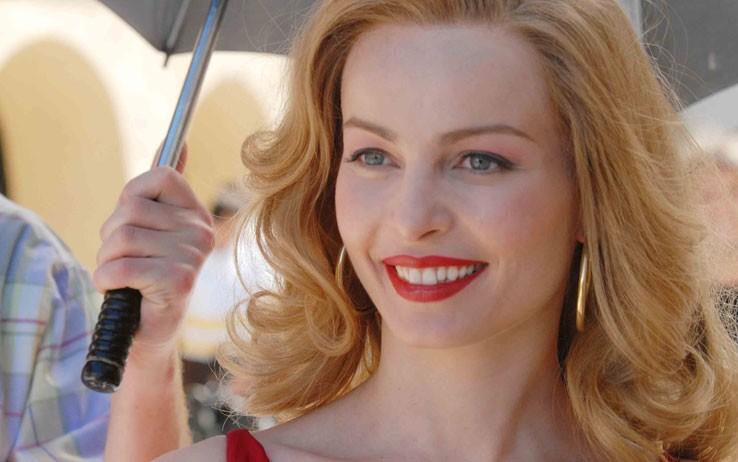 Violante Placido nei panni di Moana nella biopic televisiva di Sky (2009)