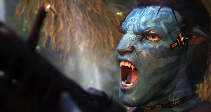 Un arrabbiato Jake Sully (con i tratti del Na'vi) in una scena del film Avatar