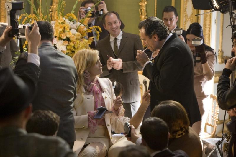 Daniel Day-Lewis e Kate Hudson in una scena del musical Nine