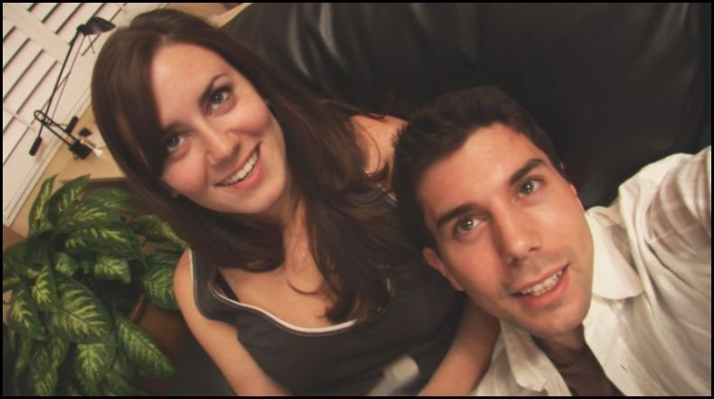 Katie Featherston e Micah Sloat in una delle prime scene di Paranormal Activity