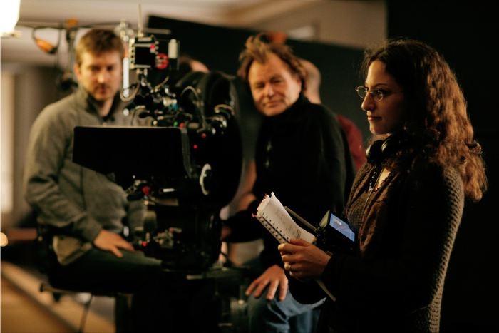La regista Mona Achache sul set de Il riccio