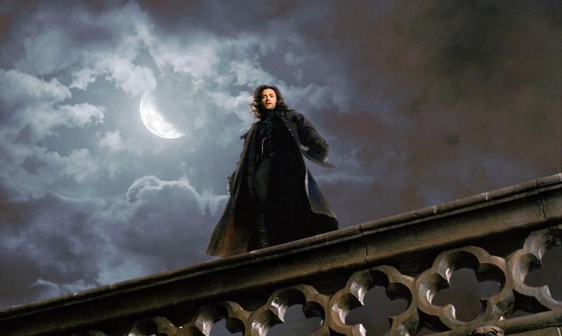 Hugh Jackman in una scena di Van Helsing