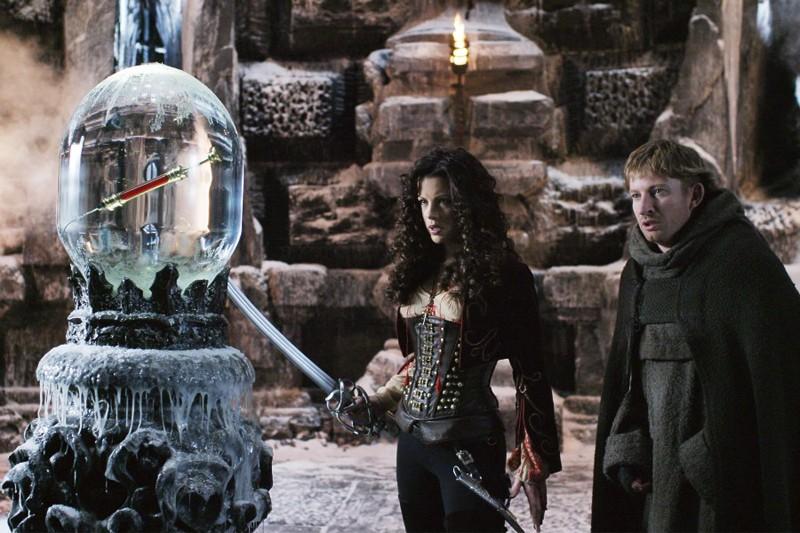 Kate Beckinsale e David Wenham in una scena del film Van Helsing