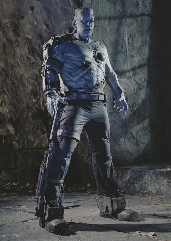 Shuler Hensley è il mostro Frankenstein nel film Van Helsing