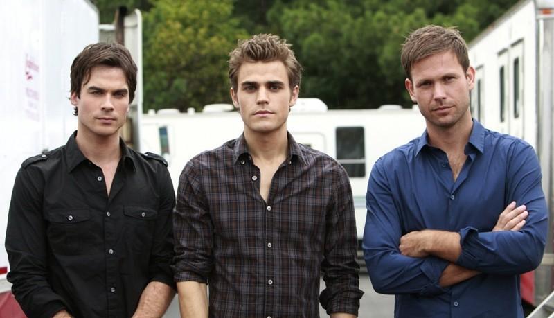 Una foto dal set della serie The Vampire Diaries con Ian Somerhalder, Paul Wesley e Matt Davis