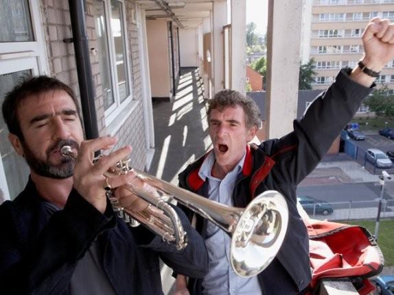 Eric Cantona e Steve Evets nel film Il mio amico Eric