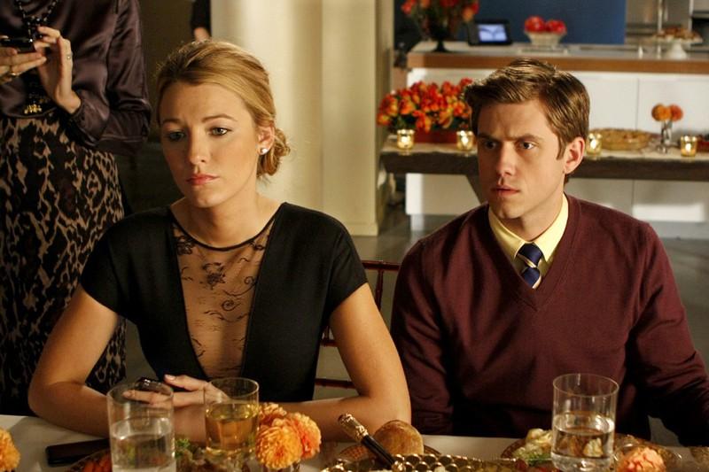 Serena (Blake Lively) a tavola con Tripp (Aaron Tveit) nell'episodio Treasure of Serena Madre di Gossip Girl
