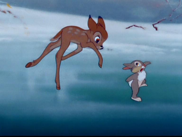 Il cerbiatto prova a pattinare con l\'amico Tamburino nel film Bambi ( 1942 )
