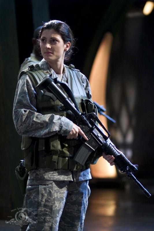 Julia Anderson (Vanessa James) nell'episodio Justice di Stargate Universe