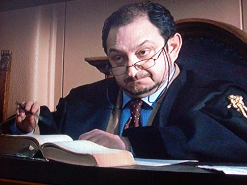 Orfeo Orlando è il giudice nel film Uno su due di Eugenio Cappuccio