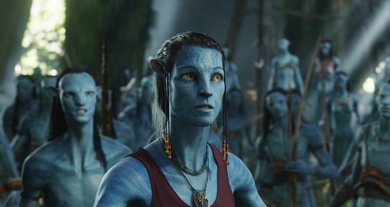 Sigourney Weaver con l'aspetto da Avatar in una scena del film Avatar