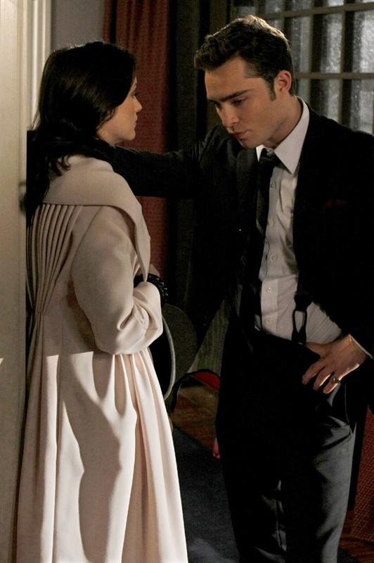 Leighton Meester (Blair) e Ed Westwick (Chuck) difronte l'una all'altro nell'episodio The Debarted di Gossip Girl