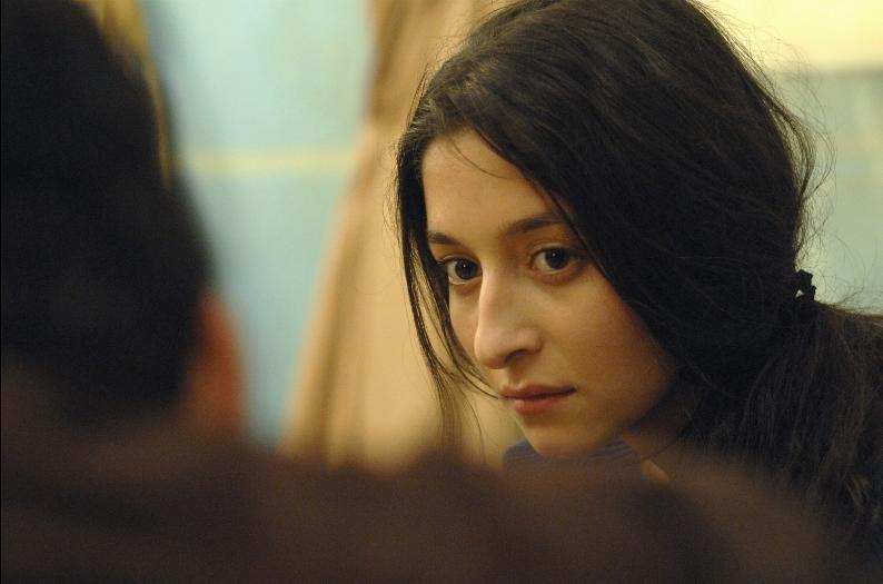 Derya Ayverdi in un'immagine del film Welcome