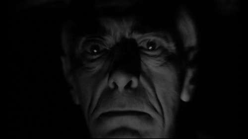 Fred Johnson in una scena del film La casa del terrore ( 1961 )
