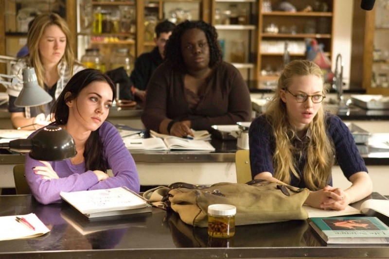 Megan Fox e Amanda Seyfried in una scena del film Jennifer's Body