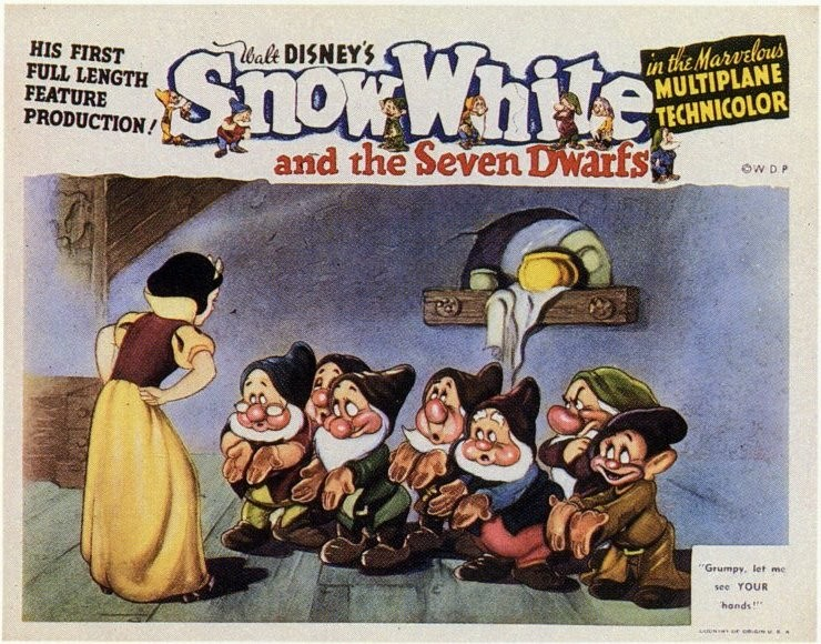 Una lobby card promozionale del film d\'animazione Biancaneve e i sette nani, con i protagonisti