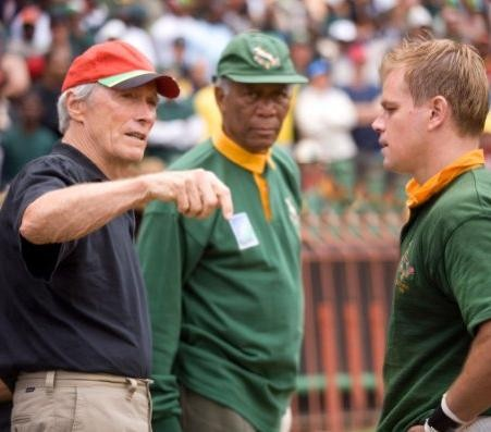 Il regista Clint Eastwood con Morgan Freeman e Matt Damon sul set del film Invictus
