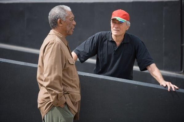 Morgan Freeman e il regista Clint Eastwood sul set del film Invictus