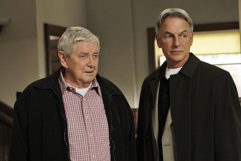 Papà Gibbs (Ralph Waite) e Jethro (Mark Harmon) nell'episodio Faith di Navy N.C.I.S.