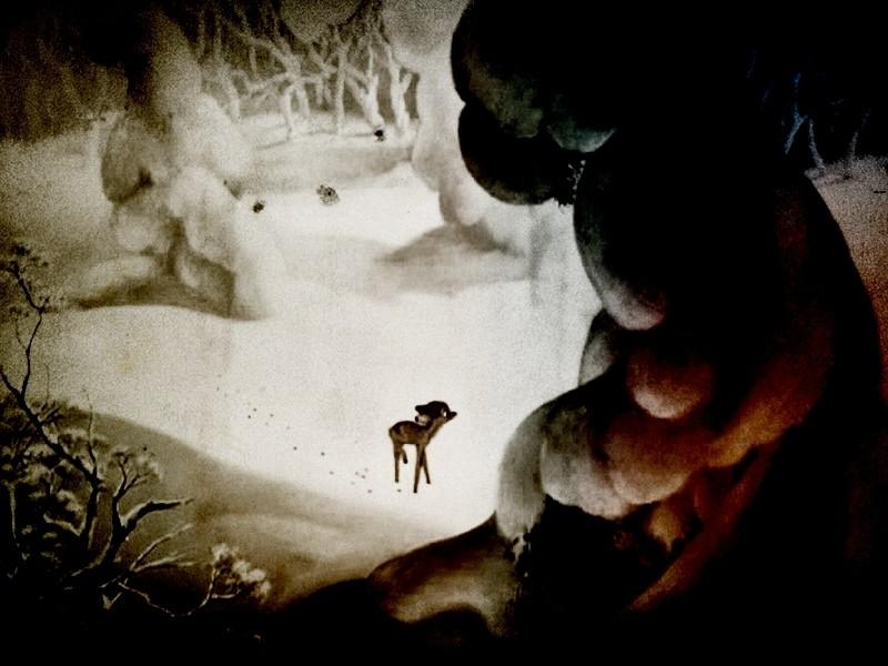 Il piccolo Bambi in una scena del film d\'animazione della Disney (1942 )