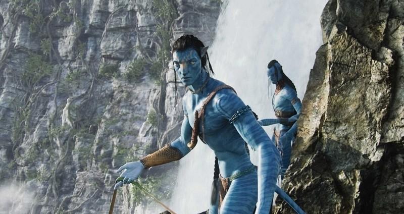 Jake coi lineamenti del Na'vi insieme al rivale Tsu'Tey in una scena del film Avatar