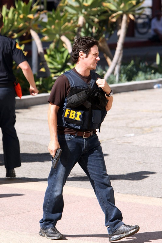 L'attore Rob Morrow in una scena dell'episodio Con Job di Numb3rs