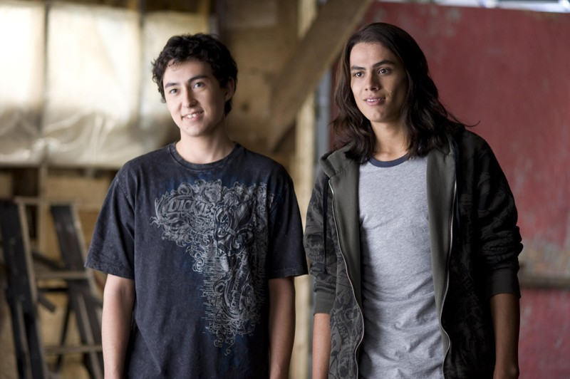 Una sequenza del film Twilight: New Moon con Tyson Houseman (Quil Ateara) e Kiowa Gordon (Embry Call)
