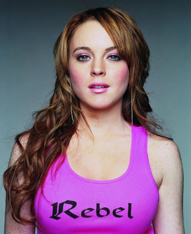 L'attrice Lindsay Lohan posa per una foto promozionale del film Mean Girls