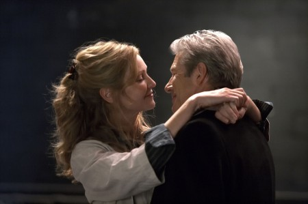 Richard Gere e Joan Allen in una sequenza del film Hachiko
