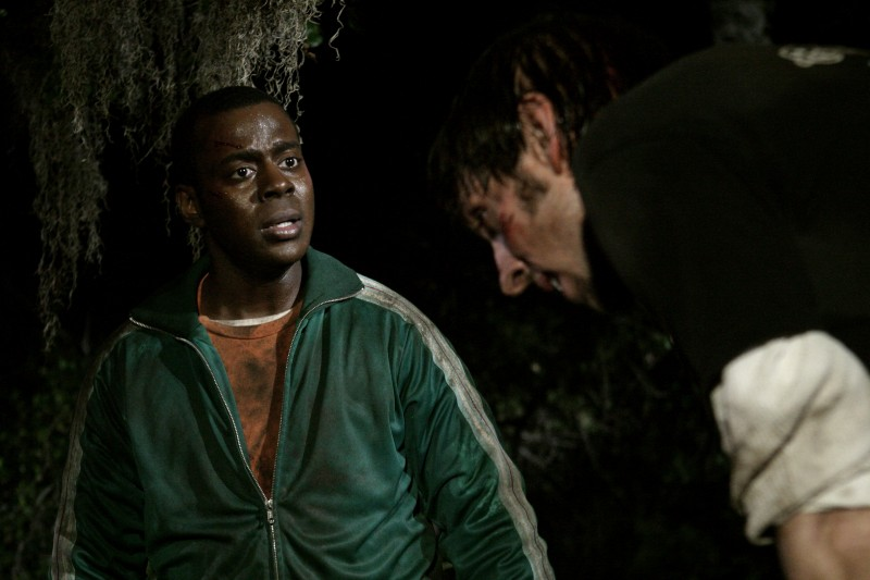 Deon Richmonde e Joel Moore in una scena dell'horror Hatchet