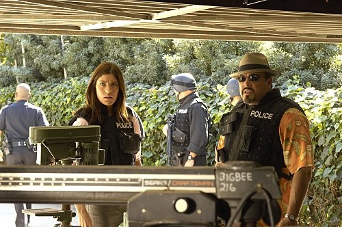 Dexter: Jennifer Carpenter e David Zayas nell'episodio The Getaway