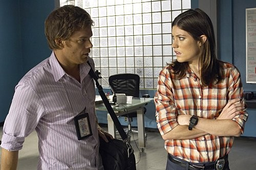 Dexter: Michael C. Hall e Jennifer Carpenter in una scena dell'episodio Hello, Dexter Morgan