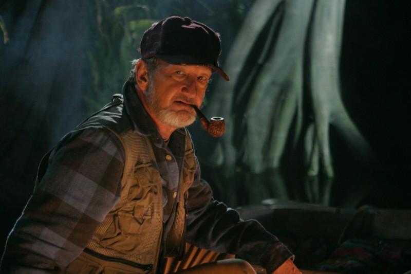 Robert Englund in una scena dell'horror Hatchet