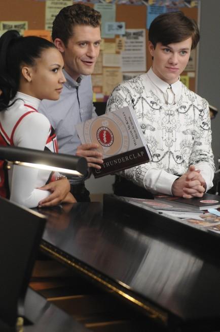Glee: Chris Colfer, Matthew Morrison e Naya Rivera in una scena dell'episodio Mattress