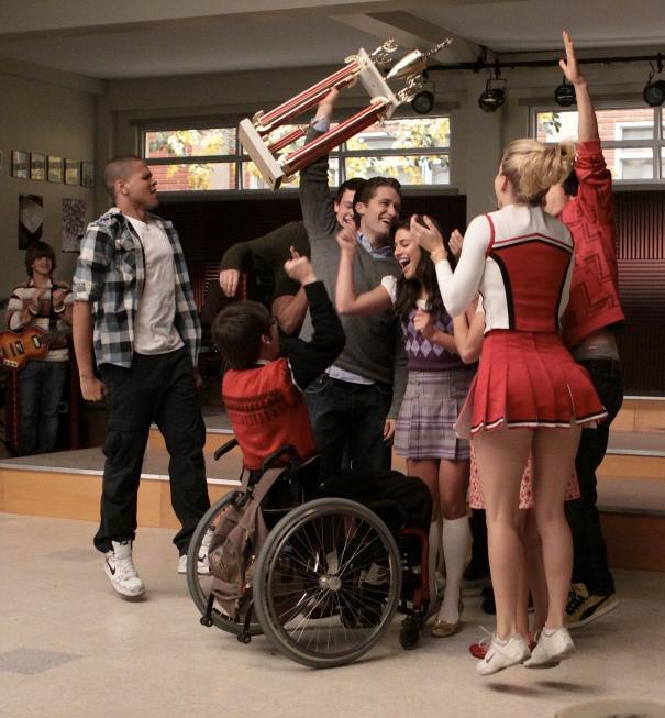Glee: il club festeggia nell'episodio Sectionals
