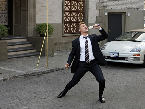 How I Met Your Mother: Neil Patrick Harris nell'episodio Girls Vs. Suits