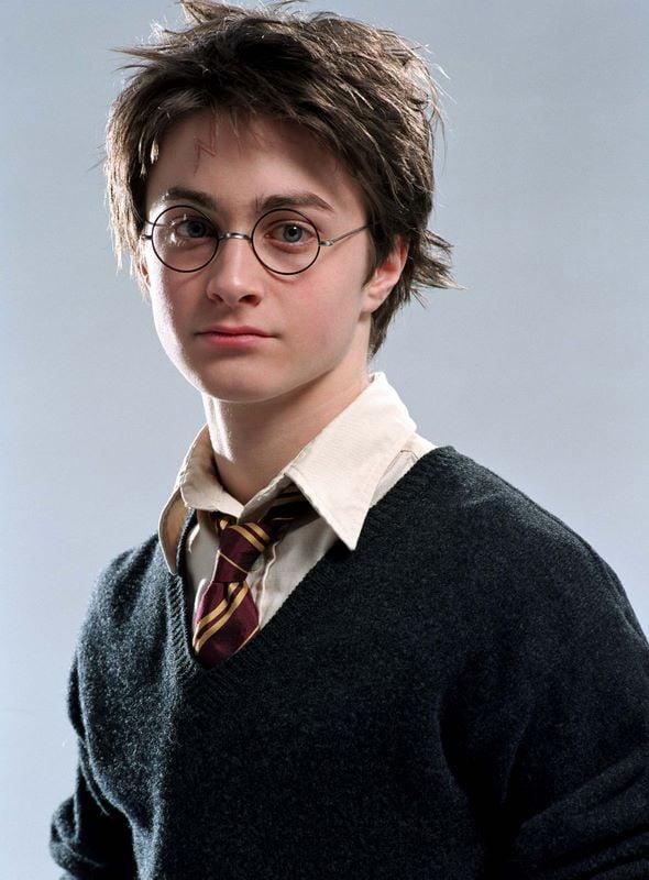 Il maghetto Harry Potter (Daniel Radcliffe) in una foto promo in primo piano per Harry Potter e il Prigioniero di Azkaban