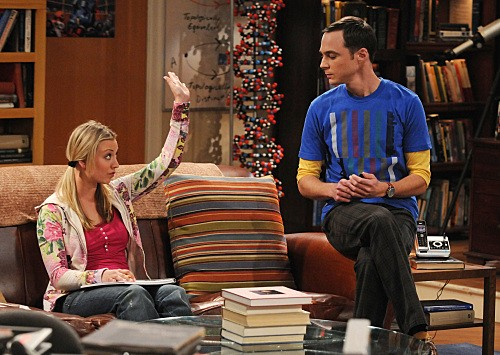 Jim Parsons e Kaley Cuoco nell'episodio The Gorilla Experiment di The Big Bang Theory