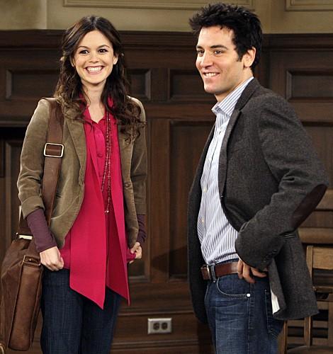 Josh Radnor e la guest star Rachel Bilson in una scena dell'episodio Girls Vs. Suits di How I Met Your Mother