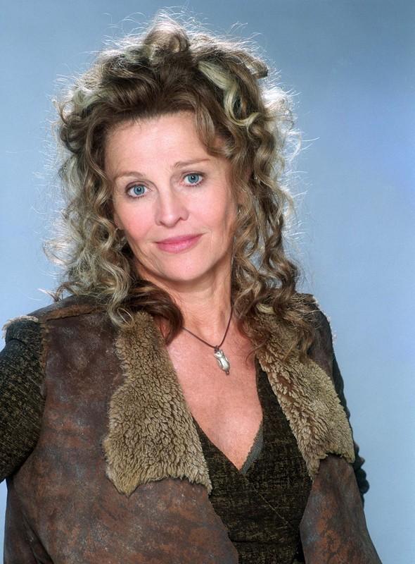 Madame Rosmerta (Julie Christie) in un'immagine promo in primo piano per Harry Potter e il Prigioniero di Azkaban