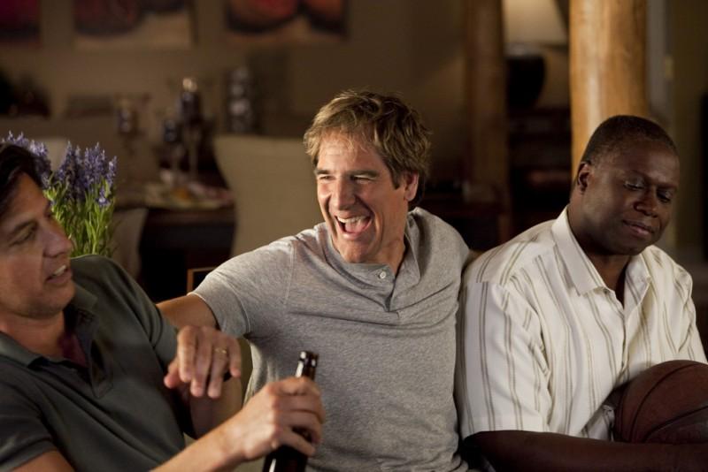 Ray Romano, Scott Bakula e Andre Braugher in una scena della serie Men of a Certain Age