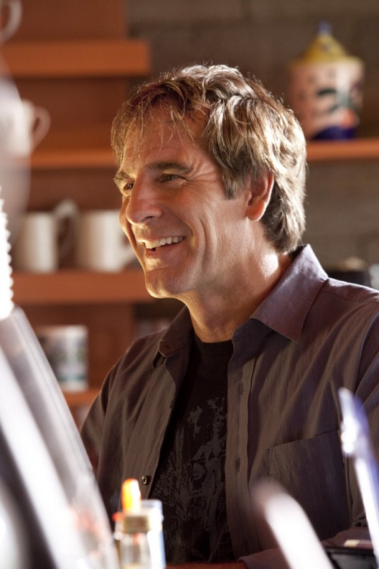 Scott Bakula in una scena della serie Men of a Certain Age