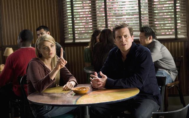 Scrubs: Eliza Coupe e Michael Mosley nell'episodio Our Mysteries