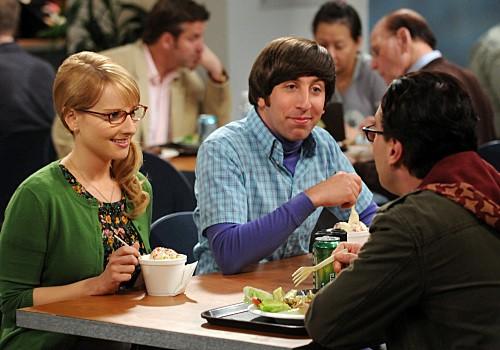 Simon Helberg, Melissa Rauch e Kaley Cuoco nell'episodio The Gorilla Experiment di The Big Bang Theory