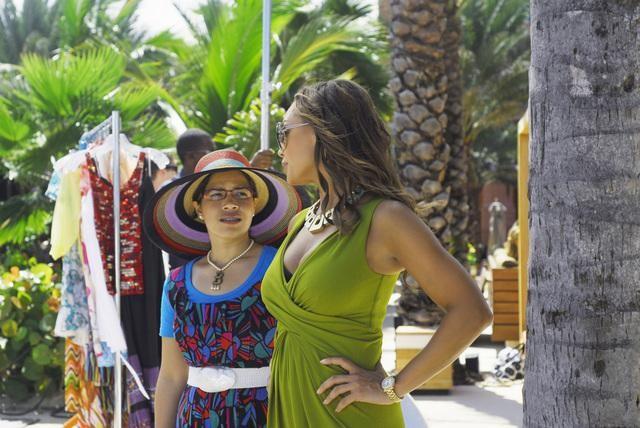 Ugly Betty: Vanessa Williams ed America Ferrera nell'episodio The Bahamas Triangle